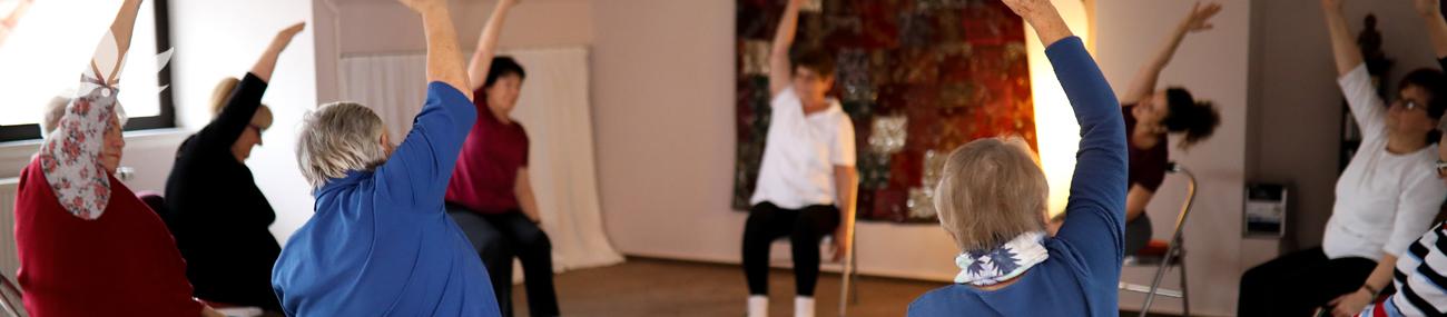 yogastudio-varuna-hanau-aschaffenburg-kurs-studio-yogakurs-auf-dem-stuhl-30
